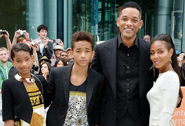 1380313070_will-smith-jada-pinkett-smith-jaden-smith-willow-smith-lg-will-smith-s-family-cleared-by-cps-over-that-willow-smith-photo